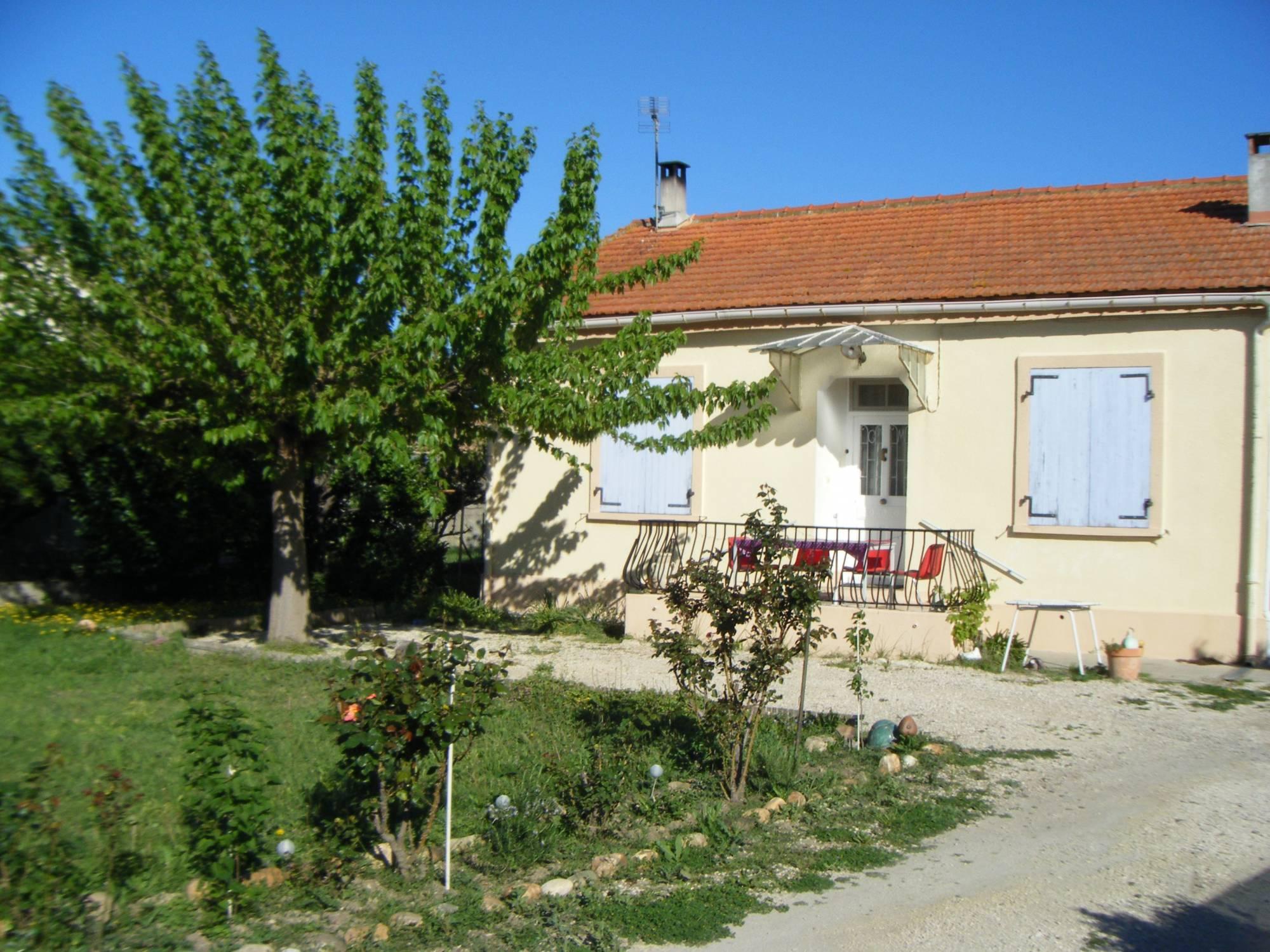 Villa plain pied 3 saint martin de crau 13310 villa proche for Piscine saint martin de crau